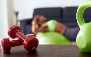 Allenamento home fitness ad alta intensità